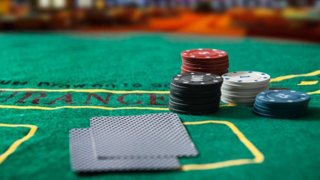 Winning Poker Online - How to Beat the Odds